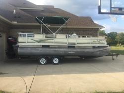 very-nice-2000-crest-super-fish-pontoon-boat boat image