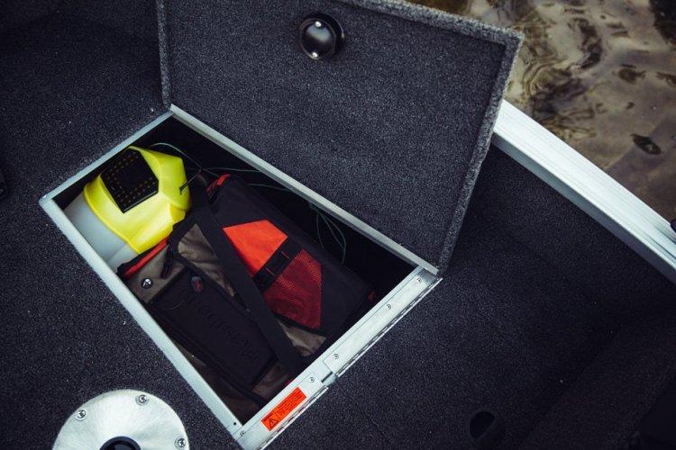 l_classic-165-tiller-bow-storage-compartment