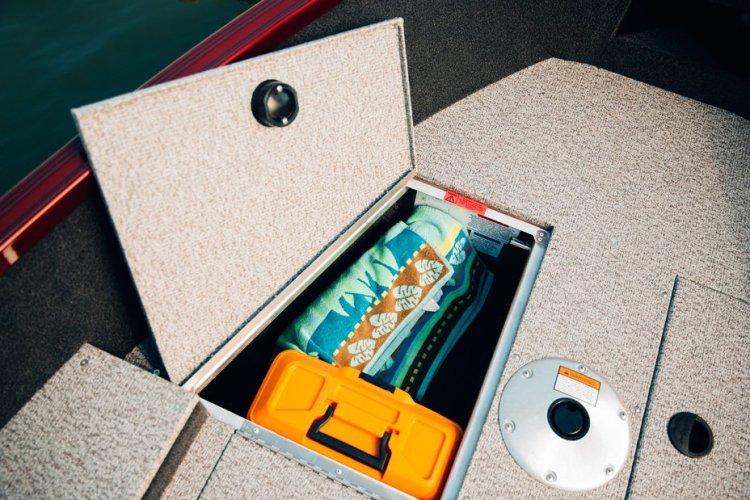 l_escape-165-tiller-bow-storage