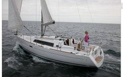 2012 - Beneteau Sailboats - Beneteau 34