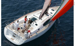 2012 - Beneteau Sailboats - Beneteau 43