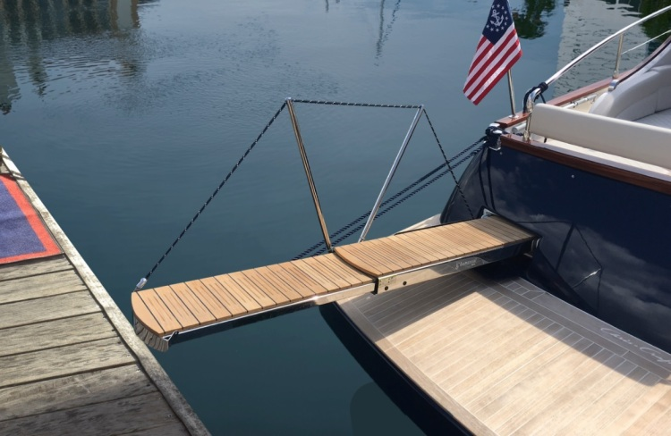 Research 2019 - Chris Craft - Commander 44 on iboats com