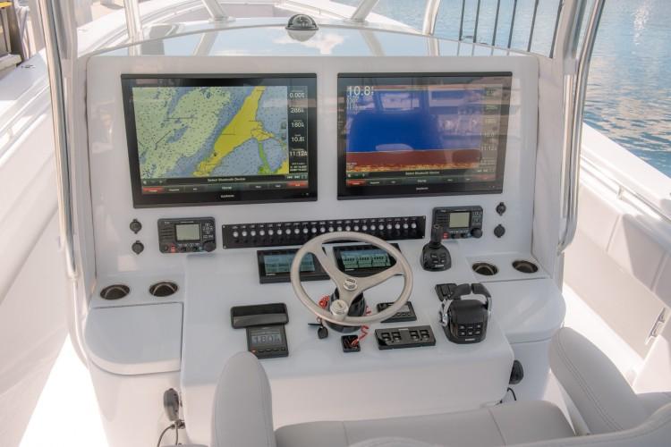 l_gregpoland-interior-best-center-console-contender-boats-44st-0158