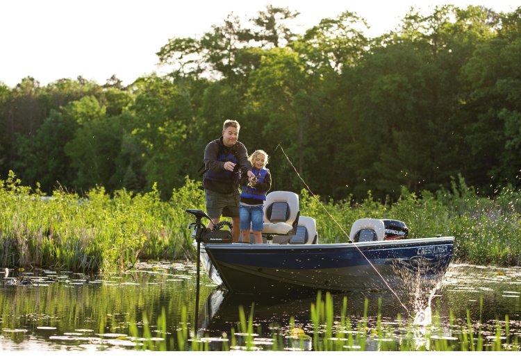 l_crestliner-fish-hawk-1600-lifestyle-fishing