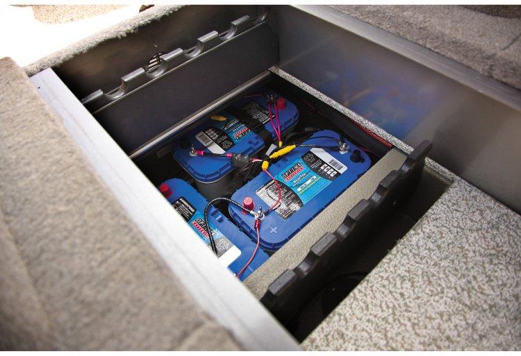 l_crestliner-tournament-battery-compartment