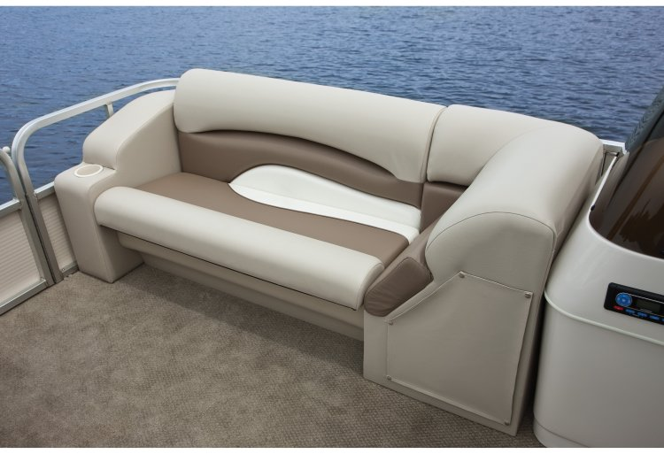 l_crestliner-escape-2185-bow-lounge1