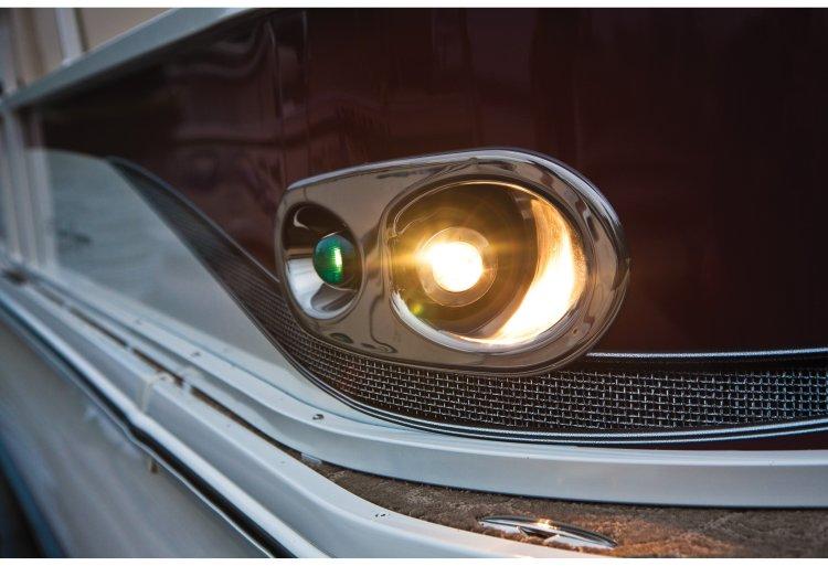 l_crestliner-grand-caymen-chrome-docking-lights