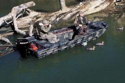 2011 - Crestliner Boats - 2070 Retriever CC
