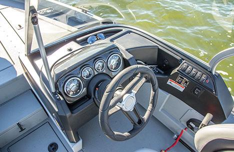Research 2015 - Crestliner Boats - 2000 Intruder on iboats com