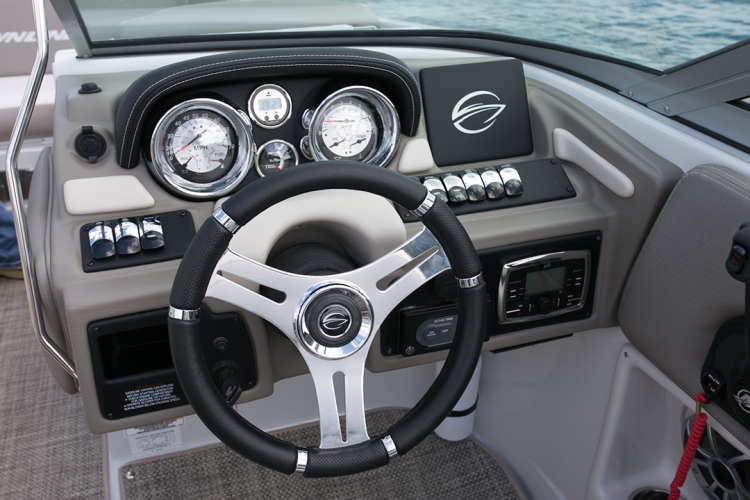l_crownline-boats-super-sport-ss-235ss-feature-011