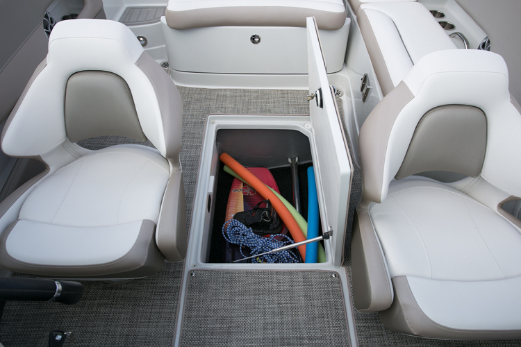 l_crownline-boats-super-sport-ss-235ss-feature-021