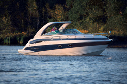 2016 - Crownline Boats - 330 SY