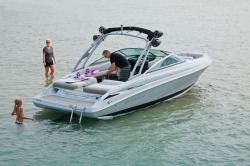 2017 - Crownline Boats - 235 SS