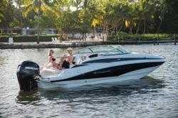 2017 - Crownline Boats - E4 XS