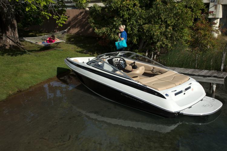 l_crownline-boats-cross-sport-xs-18xs-01-1024x683