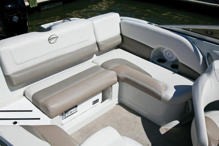 l_crownline-boats-cross-sport-xs-19xs-feature-01