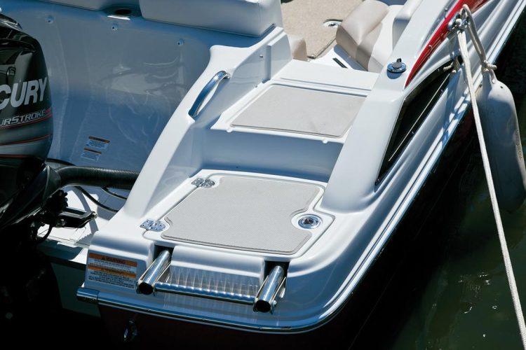 l_crownline-boats-cross-sport-xs-19xs-feature-04
