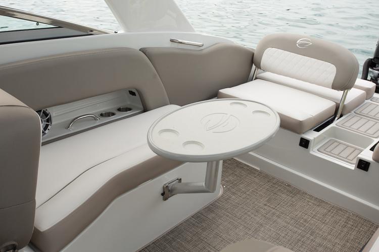 l_crownline-boats-cross-sport-xs-e29xs-feature-27