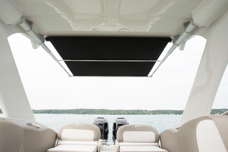 l_crownline-boats-cross-sport-xs-e29xs-feature-28