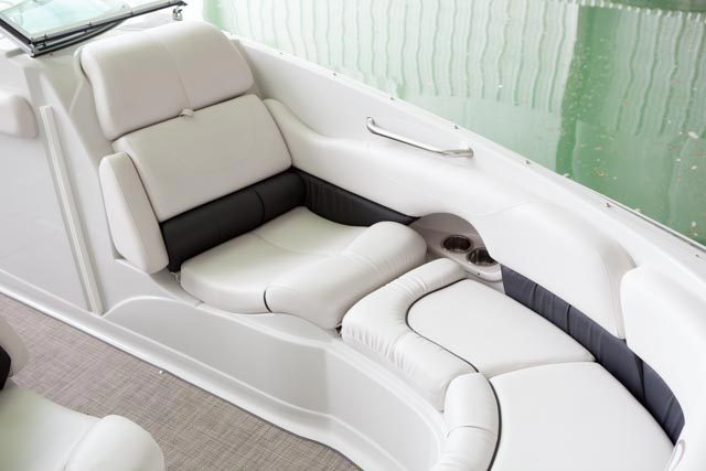 l_crownline-boats-cruiser-cr-294cr-feature-11