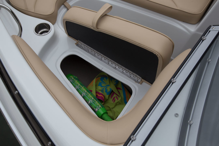 l_crownline-boats-super-sport-ss-18ss-feature-02-1024x683