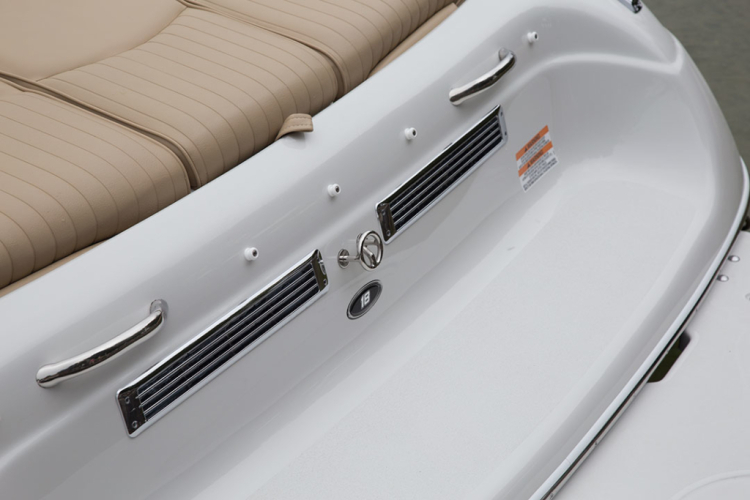 l_crownline-boats-super-sport-ss-18ss-feature-03-1024x683