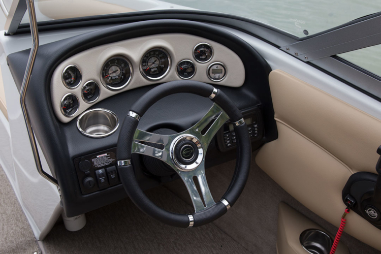 l_crownline-boats-super-sport-ss-18ss-feature-04-1024x683