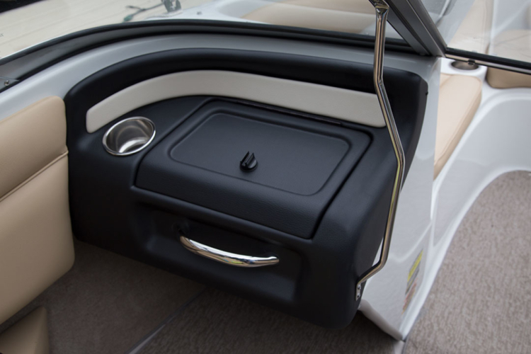 l_crownline-boats-super-sport-ss-18ss-feature-05-1024x683