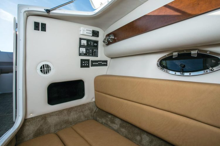 l_crownline-boats-super-sport-ss-335ss-feature-07