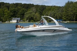 2018 - Crownline Boats - E27