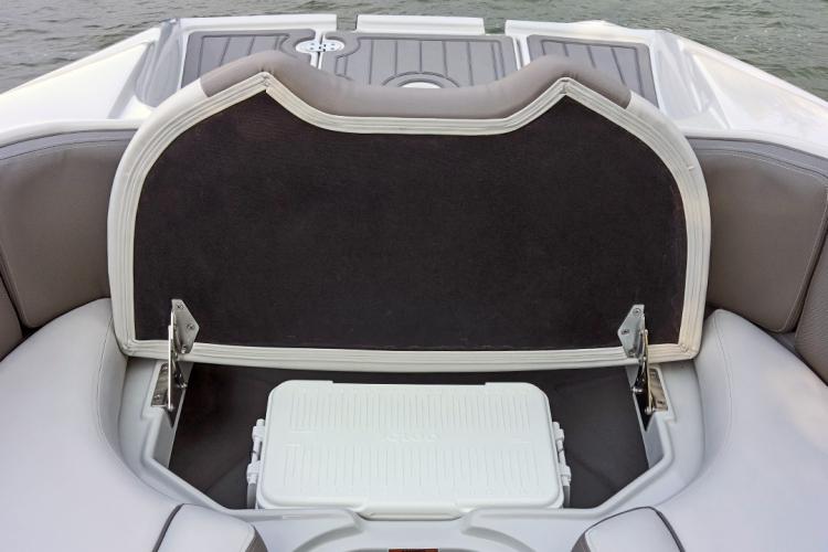 l_crownline-boats-cross-sport-xs-e275xs-bow-storage