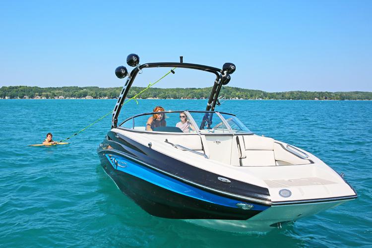 l_crownline-boats-surf-series-e235surf-06