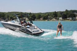 2020 - Crownline Boats - E 255 Surf