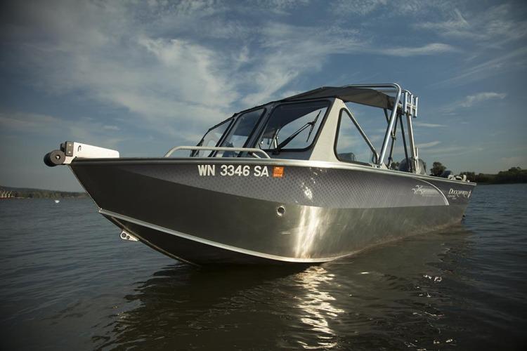 l_advantage_outboard_boat