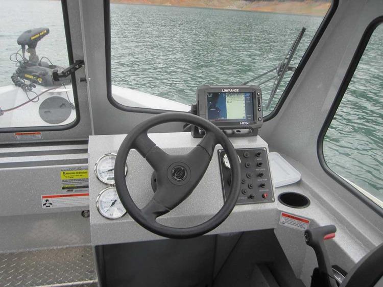 l_advantage_outboard_helm