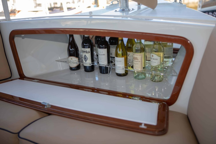 l_duffy-electric-boat-22-bay-island-interior-bar