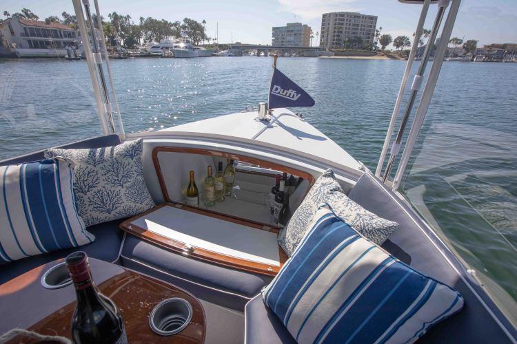 l_duffy-electric-boats-18-snug-harbor-interior-17