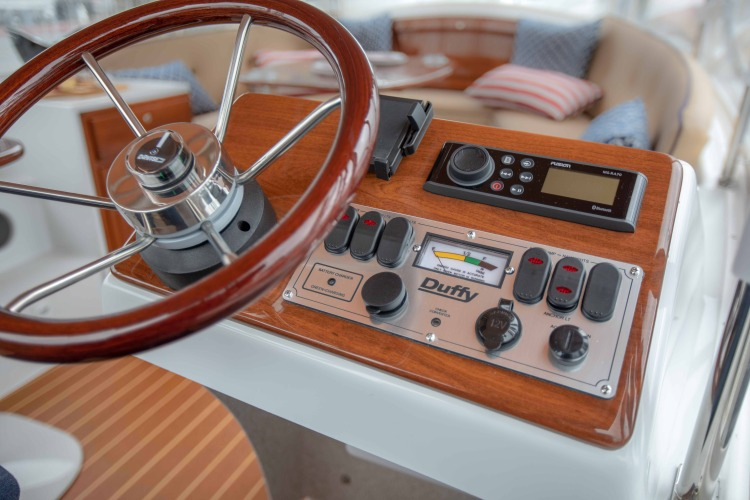 l_duffy-electric-boats-18-snug-harbor-interior-helm