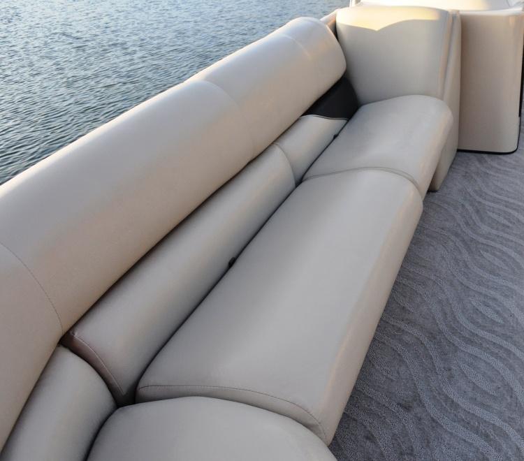 l_250-elite-front-seating-dsc_0926