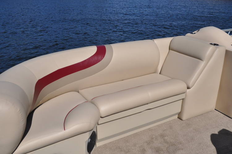 l_front-seatingdsc_1135