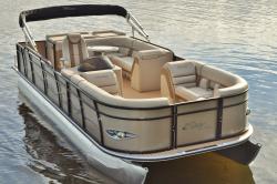 2018 - Encore Bentley Boats - 220 Elite