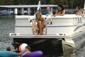 l_Fisher_Boats_-_Freedom_240_DLX_2007_AI-255482_II-11563443