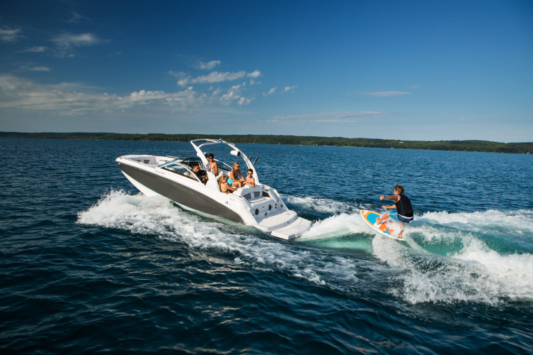 Research 2018 - Four Winns Boats - HD 220 Surf on iboats.com