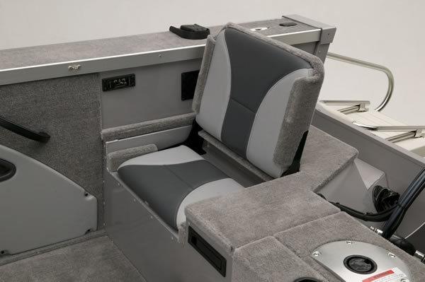 l_flip-up_stern_seat