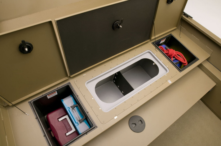 l_1966_cc_bow_storage_with_livewell