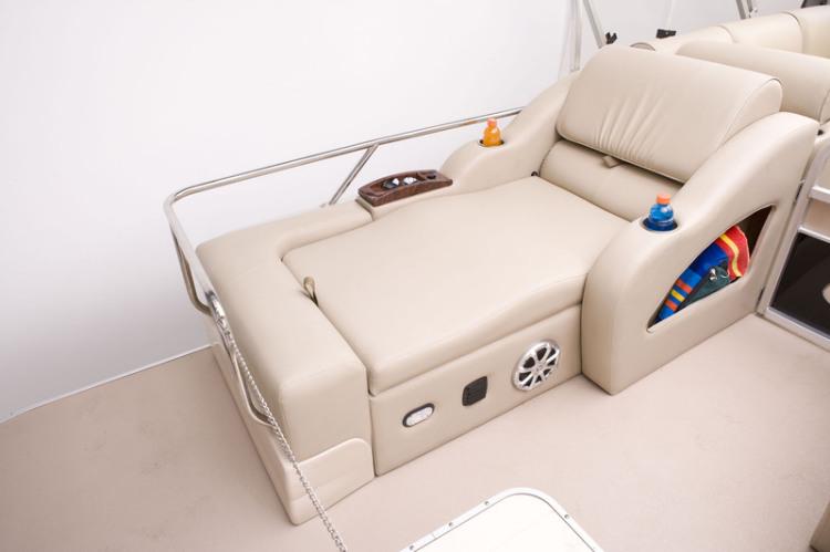 l_elite_325_dlx_stern_couch1