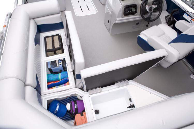 l_lx3_22_c_stern_under_seat_storage