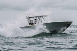2020 - Invincible Boats - 35 Catamaran