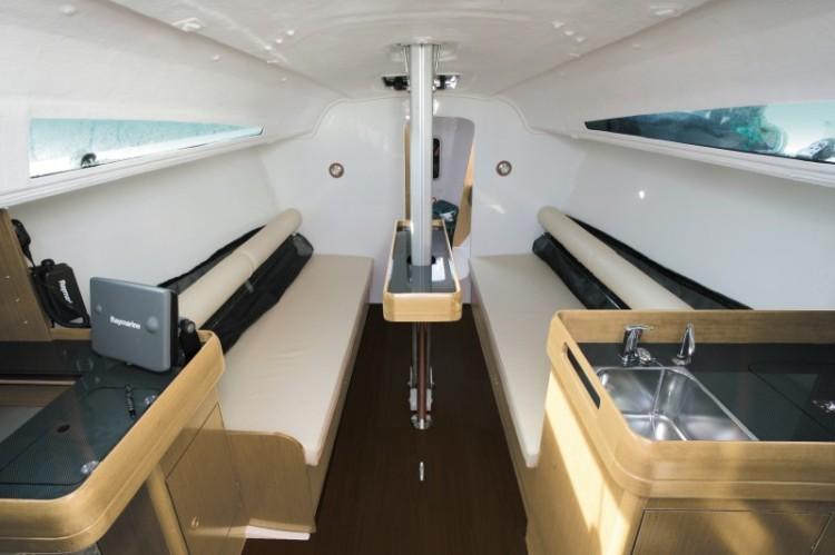 l_boat-sun-fast-3200_interieur_2013112015515836111
