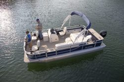 2019 - Landau Boats - 212 CC A-Lure Fishing
